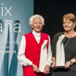 Die beiden Gewinnerinen Ursula Tarnutzer und Regine Schlaginhaufen bei der Verleihung des Prix Sana 2017 in Luzern am 2. Dezember 2017. Fotografiert von Thomas Hodel.